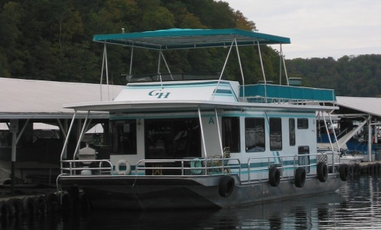 Houseboat at Grider Hill Dock on Lake Cumberland