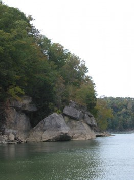 A hidden cove for houseboaters on Lake Cumberland