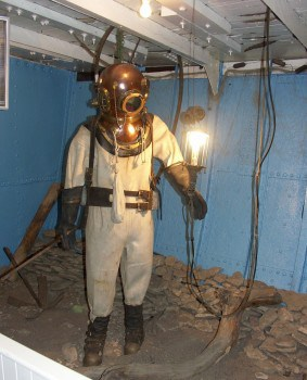 Early diving suit on display at the Manitoba Maritime Museum.