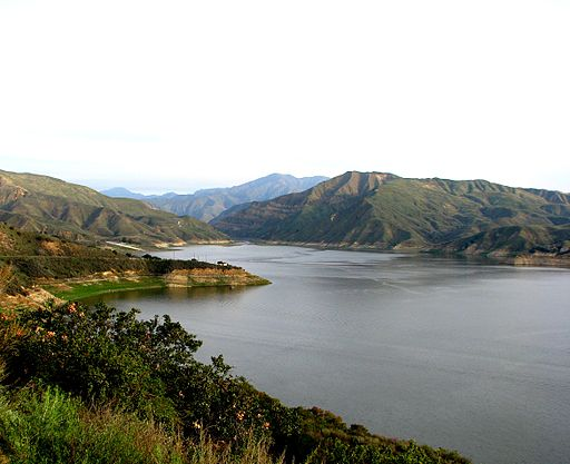 Lake Piru - photo by Tom Saint. Reprinted through a Creative Commons License.