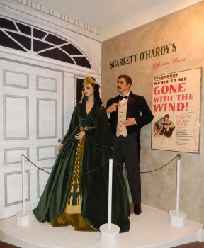 Clark Gable and Vivian Leigh in Gone With the Wind display
