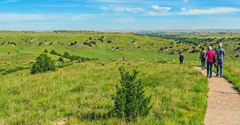 Hiking the Oregon Trail to the top of Windlass Hill
