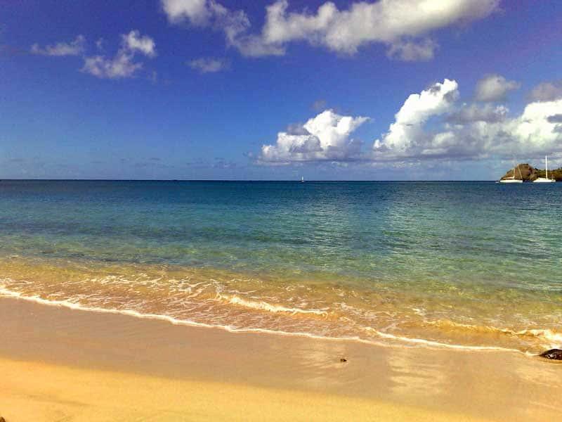 Rodney Bay beach at St. Lucia. Photo from Pixabay.