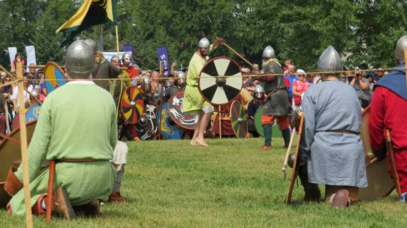Battle between two opponents at the Icelandic battle at the Icelandic Festival of Manitoba.