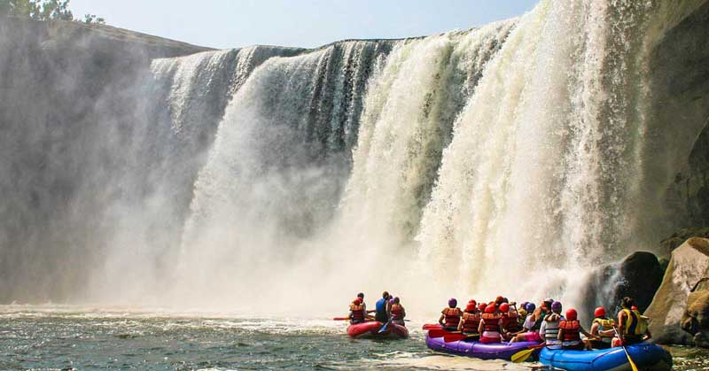 Rafting on Lake Cumberland at Cumberland Falls. Photo credit: Kentucky Tourism.