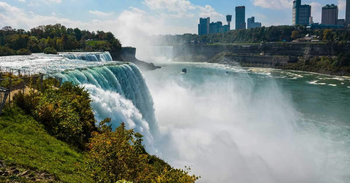 Horseshoe Falls at Niagara Falls. Photo by Linda Aksomitis