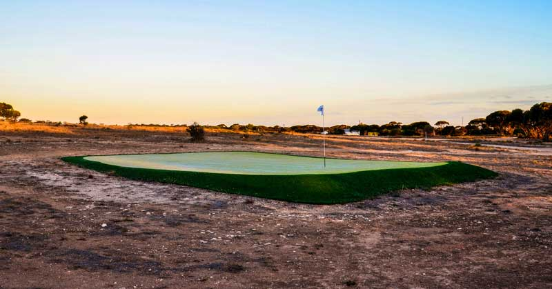 """Hole 4: Wombat Hole"""" of the Nullarbor Links golf course"""