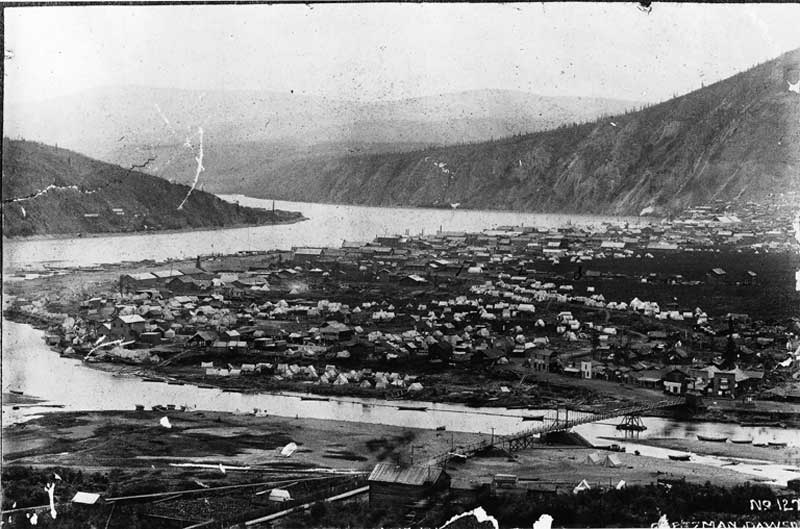 Dawson City and the Klondike River, YT, about 1898. Photo by Goetzman [Public domain], via Wikimedia Commons.