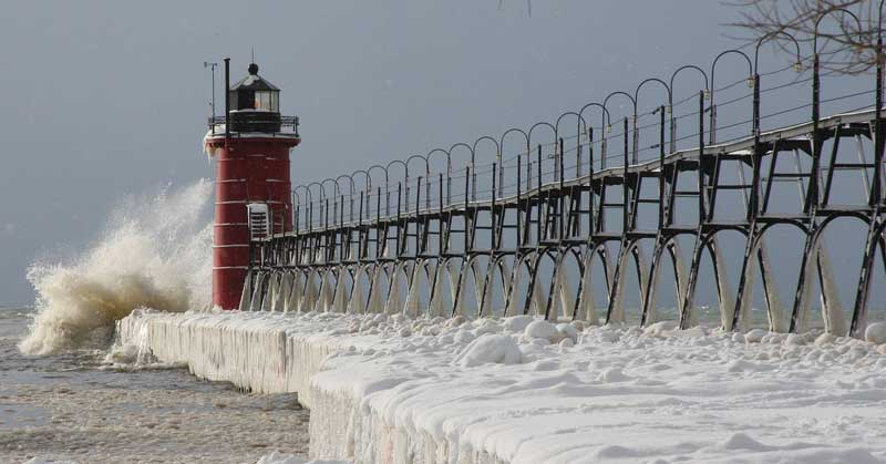 South Haven Lighthouse during the winter. Photo by bennobok8908 on Pixabay.
