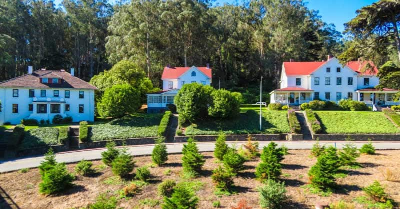 Drive around San Francisco with beautiful homes, green spaces, and gardens.