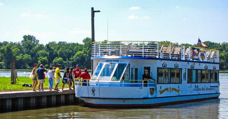 Hakuna Matata boat cruise in Grafton, Illinois.