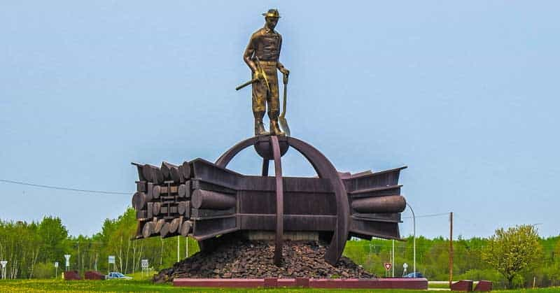 The Iron Man is 36 ft tall and balances on a 49 ft steel structure; it's a tribute to open pit miners.