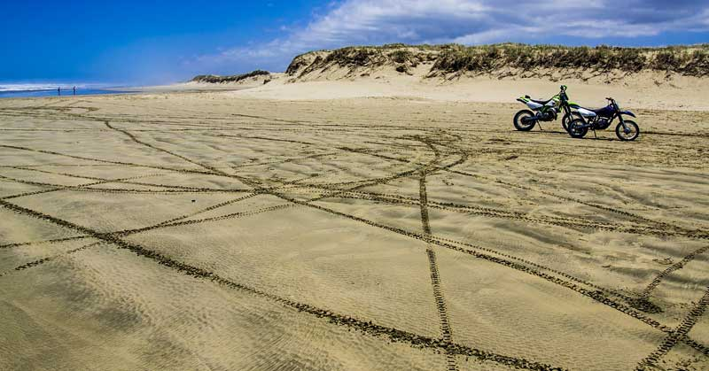 Discover the ocean and beaches in New Zealand on motorcycle road trips.